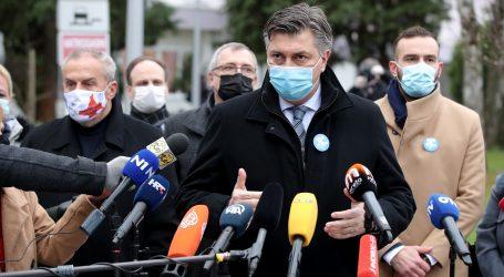 """Plenković: """"Zaista sam sretan što je napokon krenulo cijepljenje"""""""