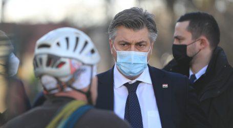 """Plenković: """"Ukidamo propusnice, nitko ne smije biti večeras bez krova nad glavom"""""""