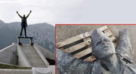 'Plenković ne voli packe iz Europe pa će morati zaustaviti rušenje antifašističkih spomenika'