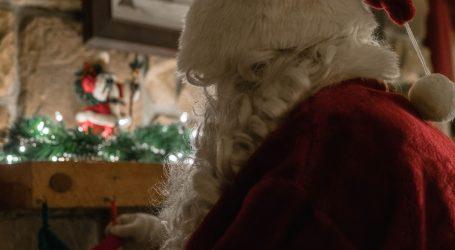 Članovi HGSS-a u odijelima Djeda Božićnjaka obilaze razne udruge