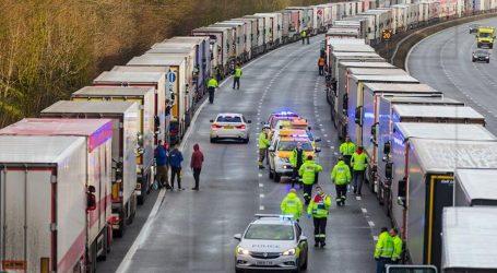 Francuska šalje vatrogasce da testiraju tisuće vozača kamiona u V. Britaniji