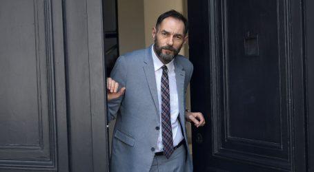 Šefica DORH-a tobože zbog Masona želi izbaciti Jelenića iz DORH-a, a zapravo ga pritišće da podrži Baricu Novosel