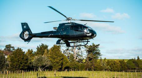 Helikopter pomogao ženi koja je mela lišće