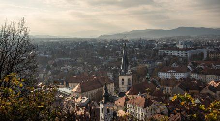 U Sloveniji 1913 novozaraženih i 39 umrlih, redovi za brze testove
