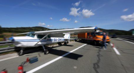 Minnesota: Sportski zrakoplov prisilno sletio na autocestu