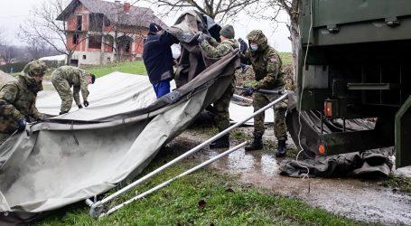 Hrvatska vojska postavlja kontejnere u selima u okolici Gline