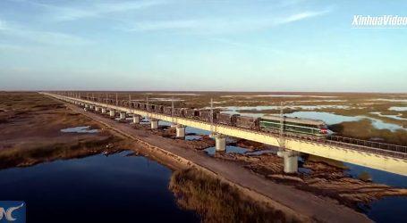 Kina gradi pruge u zabačenim područjima, krajolici su zadivljujući