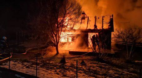 Potpuno izgorjela drvena kuća kod Velike Gorice, vatrogasci građane pozivaju na dodatan oprez