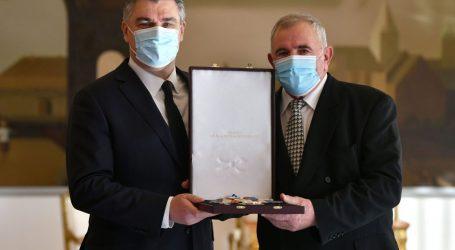 Predsjednik Milanović uručio odlikovanja umirovljenim generalima HV-a i postrojbama HVO-a i Specijalne policije MUP-a HR HB