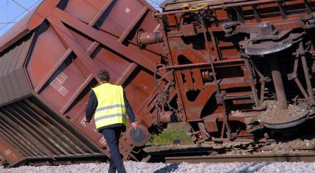 Zbog izlijetanja pet vagona željeznički promet na dionici Koprivnica – Bregi i dalje u prekidu