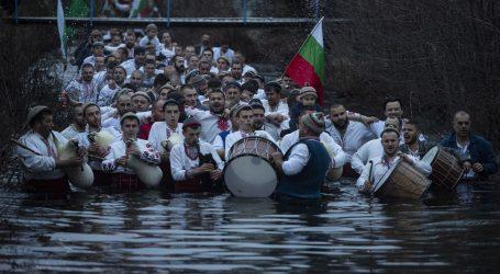 Grci i Bugari pohrlili u crkve ingorirajući epidemiološke mjere