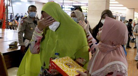 Traje potraga za nestalim avionom u Indoneziji, obitelj čeka vijesti o sudbini voljenih