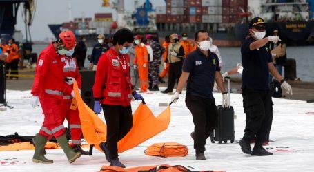 Spasilačke ekipe u moru pronašle dijelove ljudskih tijela i komade nestalog indonezijskog zrakoplova