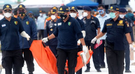Indonezijski ronioci izvukli crnu kutiju iz srušenoga putničkog zrakoplova