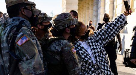 Američke vojnikinje moći će puštati dugu kosu, imati ruž, lakirane nokte