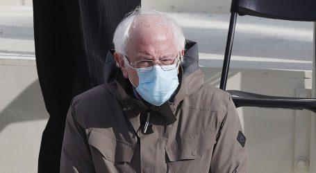 'Mrzovoljni šik': Majice s likom Bernieja Sandersa s inauguracije postale novi hit