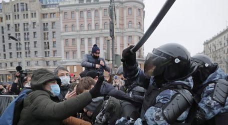 EU i SAD osudili Rusiju zbog grubih metoda i uhićenja tisuća pristaša Navaljnog