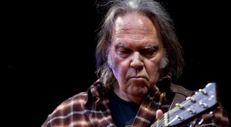 Neil Young prodao polovicu svojih pjesama za oko 150 milijuna dolara