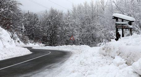 MUP objavio upozorenje vozačima zbog zimskih uvijeta i poledice na cestama