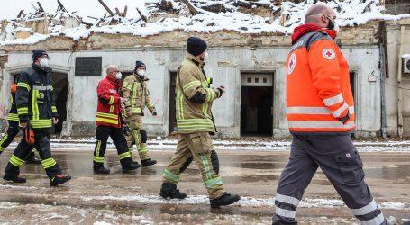 Vatrogasci iz sedam županija na potresom pogođenim područjima