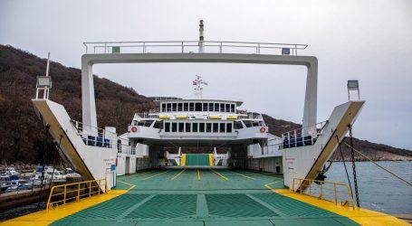 HAK upozorava na skliske i mokre kolnike, vjetar otežava cestovni i pomorski promet