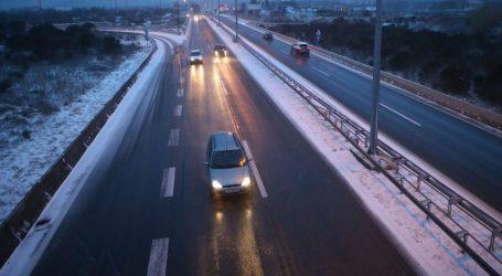 HAK poziva vozače da vožnju prilagode uvjetima na cestama i da ne kreću na put bez zimske opreme