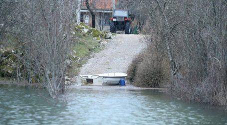 U Kosinju poplavljene prometnice, ne očekuje se poplavljivanje kuća