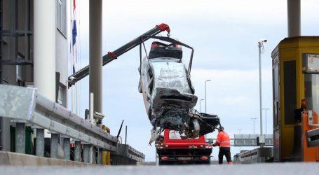 Policija objavila detalje teške nesreće, mladić je BMW-om 'zahvatio' rubnjak