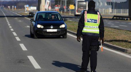 Nesreća u Istri kod Umaga: Sudarili se automobil i kamion, starija osoba ostala prikliještena u autu