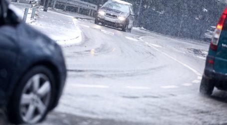 HAK: Zbog snijega mjestimice otežan promet
