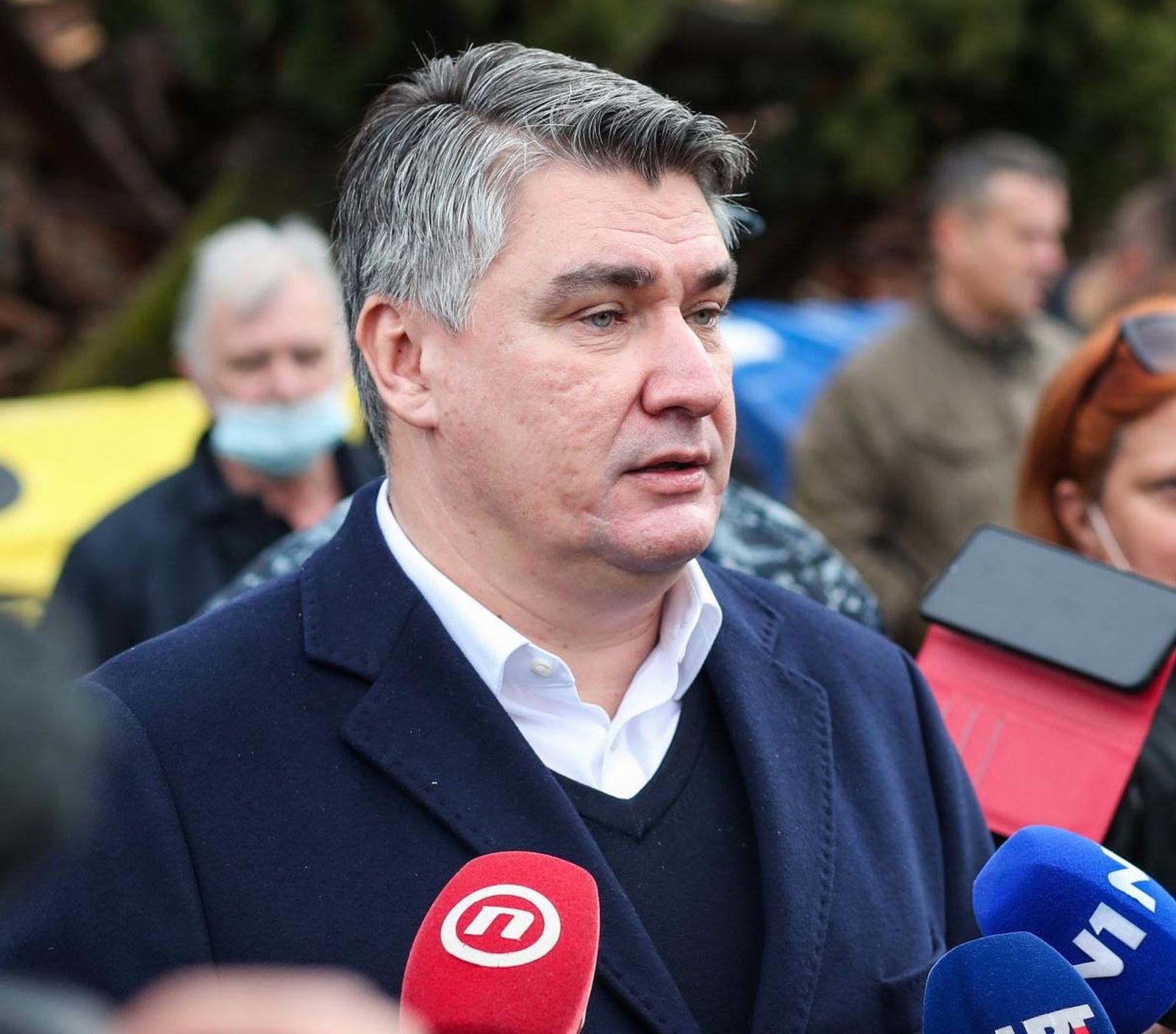"""Milanović zahvalio kuharima volonterima u Petrinji: """"Hvala vam na krvavom radu"""""""