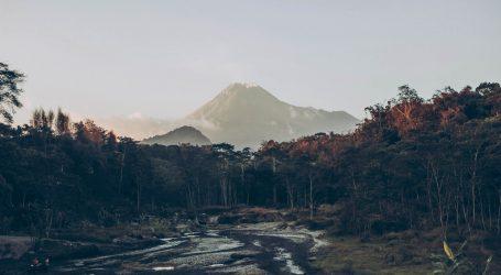 Indonezijski vulkan Mount Merapi ponovno eruptirao