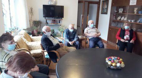 Stogodišnjaci cijepljeni u domu bez koronavirusa
