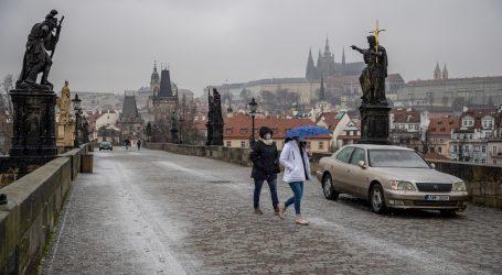 Češka produžila izvanredno stanje na još 14 dana, Poljaci ublažavanje iskoristili za odlazak na skijanje