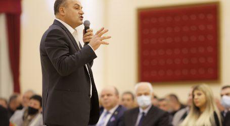 """Kosovo: Nova generacija političara bori se za vlast protiv """"stare garde"""" na prijevremenim izborima"""