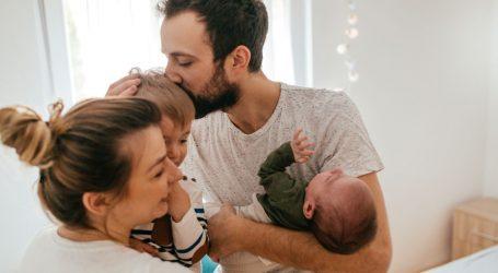 """ISTRAŽIVANJE """"Lakoća roditeljstva"""": Neželjeni savjeti stvaraju najveći pritisak novim roditeljima"""