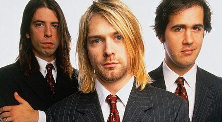 Dave Grohl, Pat Smear i Krist Novoselic sviraju kao Nirvana i snimaju nove pjesme