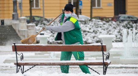 U Moskvi pala rekordna količina snijega, oko 70 tisuća radnika angažirano na čišćenju ulica