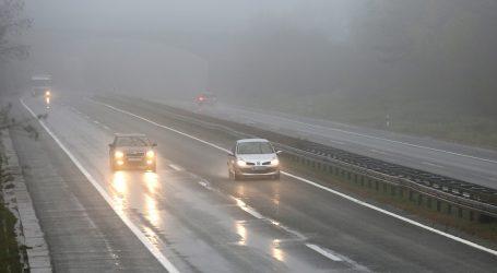 HAK: Prilagodite brzinu kretanja zbog magle i skliskih kolnika