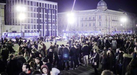 VIDEO Željni noćnog provoda: Stotine mladih u subotu navečer tulumarilo na ulicama Zagreba
