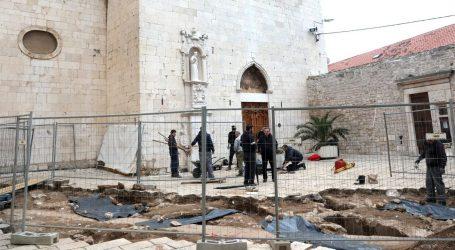 Arheolozi završili istraživanje groblja kod crkve sv. Frane u Šibeniku