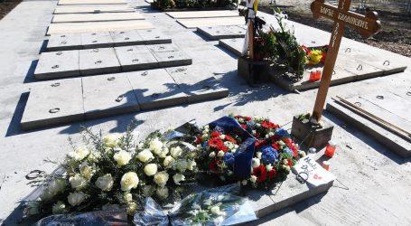 Dan sahrane velikog kantautora Balaševića: Cijela regija tuguje uz svijeće i njegove stihove, pjevaju ga i neki novi klinci
