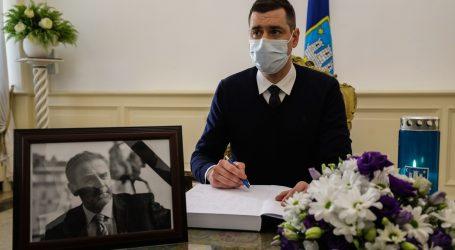 Otvorena Knjiga žalosti i u zagrebačkoj Gradskoj skupštini, prvi se upisao predsjednik Skupštine Mislav Herman