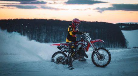 Profesionalnim vozačima motocikala ne smetaju snježni uvjeti