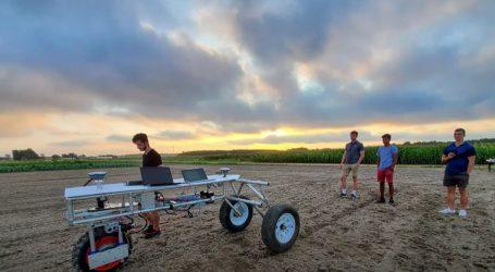 Poljoprivredni roboti ultraljubičastim svjetlom suzbijaju nametnike
