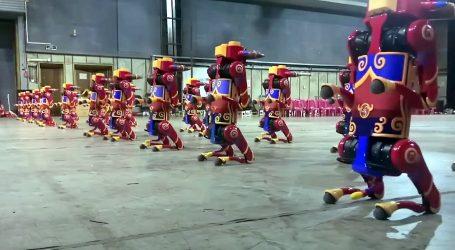 Grupe robota sudjelovale u posebnom programu za kinesku Novu godinu