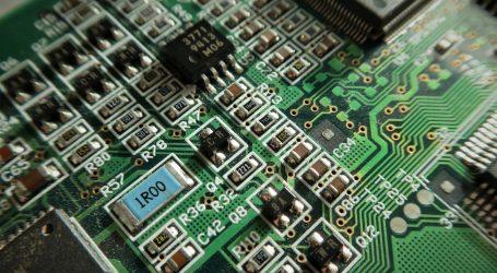 Indijac izrađuje umjetnička djela i namještaj od elektroničkog otpada