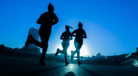 Hlače za trčanje mogu se kombinirati uz formalnije odjevne predmete