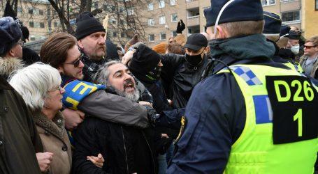 Stotine Šveđana posvjedovale zbog restriktivnih mjera, policija ih rastjerala
