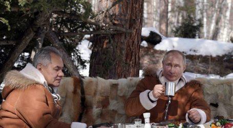 Putin najavio da će se cijepiti u utorak, nije rekao kojim cjepivom